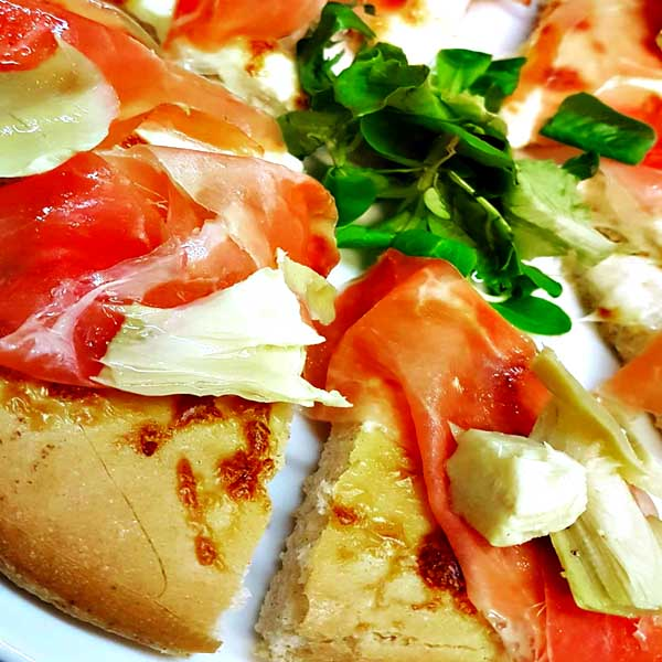pizza gourmet crudo carciofini
